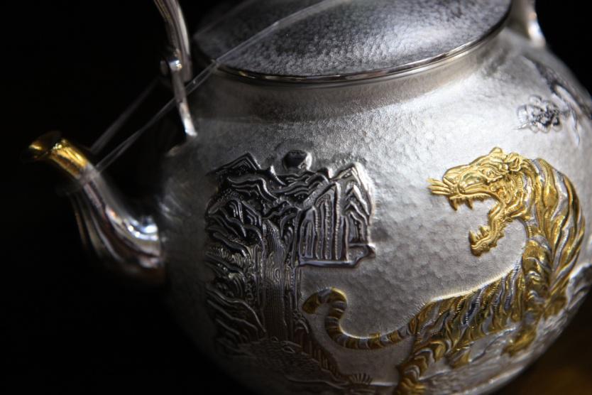 茶壶莲花雕刻图案