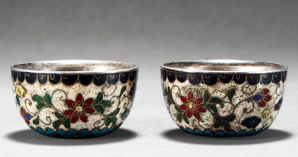 古人称之为琉璃茶具,经过模制