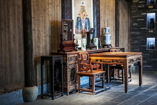 传统木质桌椅