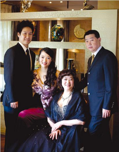 廖韦佳及家人