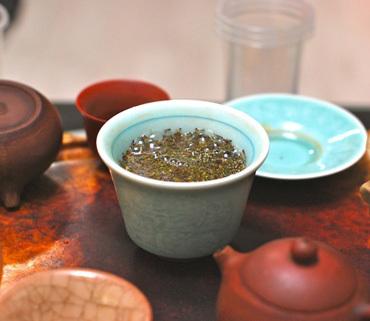 绿茶和红茶有什么区别 个有什么好处呢 哪个比较好呢?
