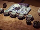 在一个有六千件古茶器、五千块宋窑砖、数百件老家具的地方喝茶是什么感受?
