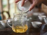 斗记茶之旅丨听茶叶在呼吸,感受斗记茶初制工艺之细致