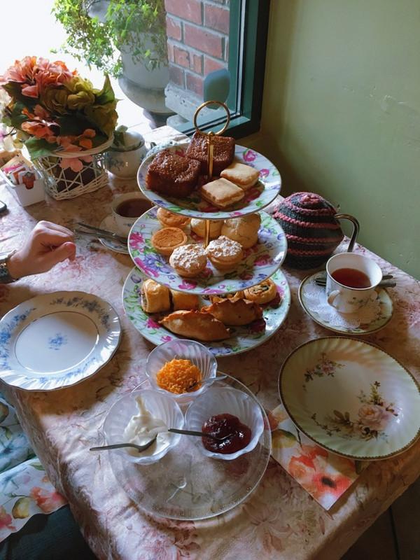 综合形式的茶馆或者茶饮吧,有高端酒店下午茶Fairmont Olympic Tea和Cederberg Tea House南非国宝茶high tea。