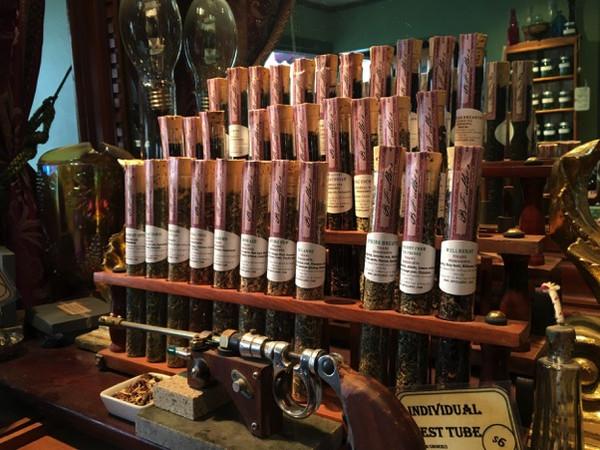 B.Fuller's Mortar & Pestle是一家极具道具特色的茶馆