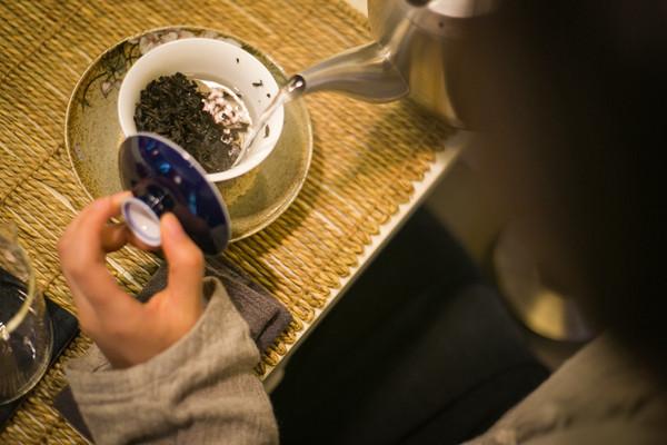 茶道即人道,就像人走的路,做的事一般,因人而异。故顺其自然,惬意最好。
