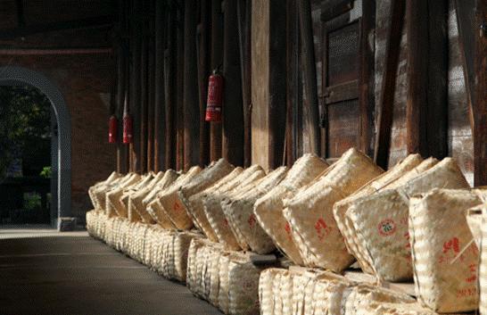 木仓,这种独特的仓储所产生的微空间环境,给茶的发酵转化带来了意想不到的效果。