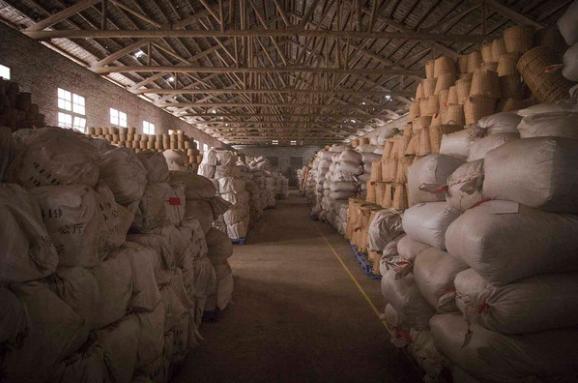 """什么叫木仓?顾名思义,就是木质的仓库。这是一种比较特殊的仓储方式,它的环境特点对茶叶滋味的转化有着神奇""""魔力""""。"""