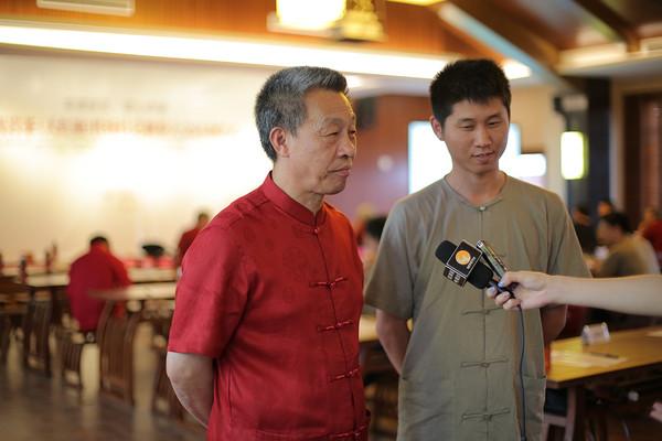 """""""非遗""""传承人王顺明和弟子接受媒体采访"""