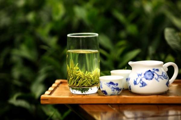 如何才能健康地消暑呢?答案是,饮一杯优质绿茶。