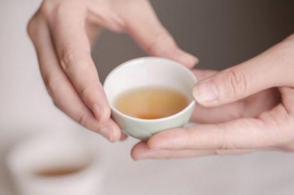 """在本文对""""你心中的易武之味""""进行调查的同时甚至之前,茶语网在其茶友社群中便已经进行了调查与讨论。我们不仅收集了许多社群资深茶人的意见,也走访了深耕易武的优秀制茶人。"""