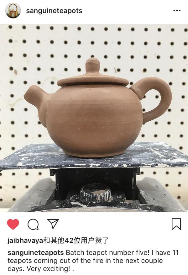 我认识的一位陶艺师,就是自己跑去学了制壶,开了自己的工作室,产量不高但全手工拉坯烧制,作品只通过Instagram网页展示和出售。