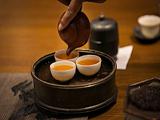 千万小心!长期超量喝茶,可能导致身体脱水,甚至氟中毒!