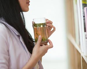 一年四季都喝绿茶会伤胃吗?听听浙大茶学教授、博导怎么说