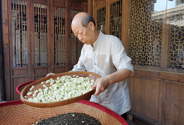 专访国非遗大师陈成忠: 把茉莉花茶做到突破认知的十窨,有多难?