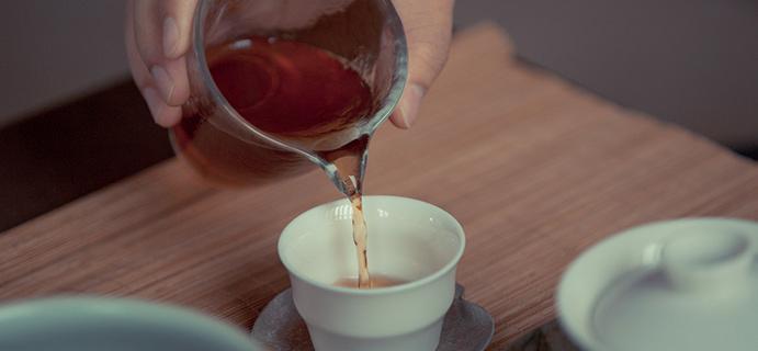 晒茶 | 盲品武夷肉桂  汤色干净无杂质,入口丰富香入水,岩韵明显茶气足。