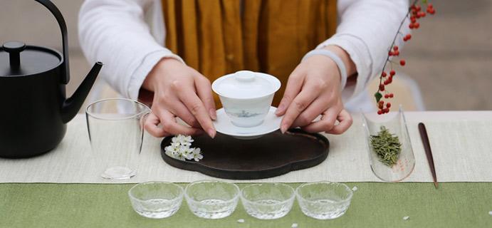 学茶 | 盖碗与紫砂壶  好茶更适合用盖碗泡,而紫砂壶的透气性不太合适。