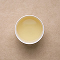 汤色为浅黄,稍带绿,比第一泡深,香气为栗香、清香,高扬鲜灵,滋味甘醇、鲜爽、回甘,较上一泡稍浓。