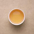 汤色蜜黄偏暗,火味重,汤水厚滑,茶汤滋味在口腔中有变化。