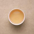 汤色蜜黄,茶汤滋味偏香,汤比较厚。