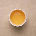 茶汤黄色、明亮,花香持久,滋味尚醇厚。