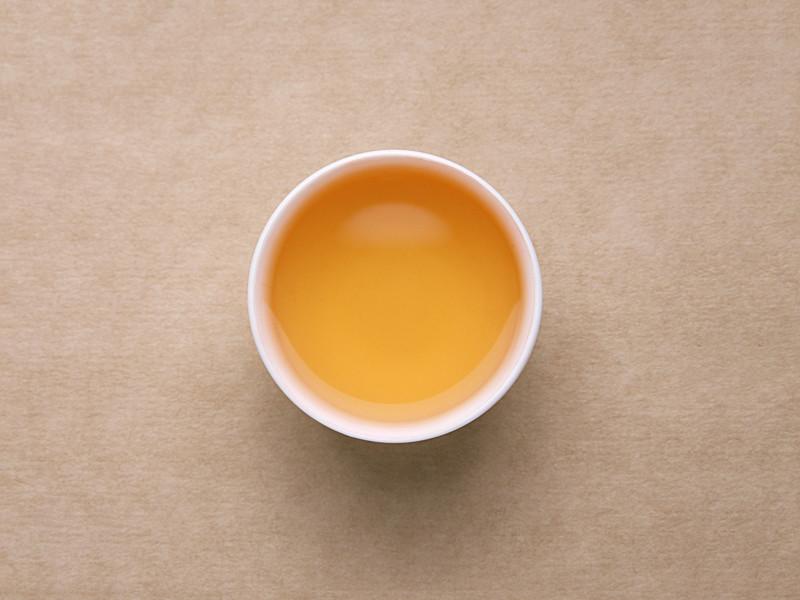 茶汤为金黄色,花香显露,滋味油润。