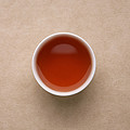 汤色橙黄色、较亮。花香浓郁,香气有明显的清凉感,略带火味。入口醇和,味道偏淡,汤内含茶香,甜味明显。
