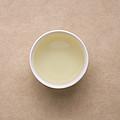 汤色不变。香气近似于纯正嫩玉米香,显著且持久。滋味略有下降,总体偏鲜甜,略涩,回甘生津快且明显,持久。