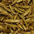 叶底黄绿泛青,柔软度好,全芽头,芽头肥壮,略带鱼叶,匀整度较好。