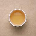 茶汤浅黄,变得较浑。闻到有较浓的茉莉花香,茶汤入口较浓酽,带甜味,有带鲜感。茉莉花香浓带玉兰花香。带较弱涩,能化开。
