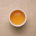 汤色琥珀色,油润有光泽,透亮;茶香清爽,花蜜香清扬,伴有犹如熟透的果实散发阵阵的果甜香;茶汤稠厚饱满,滋味甜润,爽冽,入口微有涩,快速化开,饮后有回甘生津,口有余香。