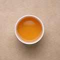 汤色浅橙红,通透明亮;清香为主,稍有清雅花香,有蜜甜香;茶汤清甜较润,顺口细滑,有回甘生津。能继续冲泡。
