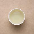 汤色浅黄,透亮;茶香较淡,有浅弱的豆香和清香;茶汤顺口,滋味较清淡,有涩感,能化开,有回甘生津。可继续冲泡。