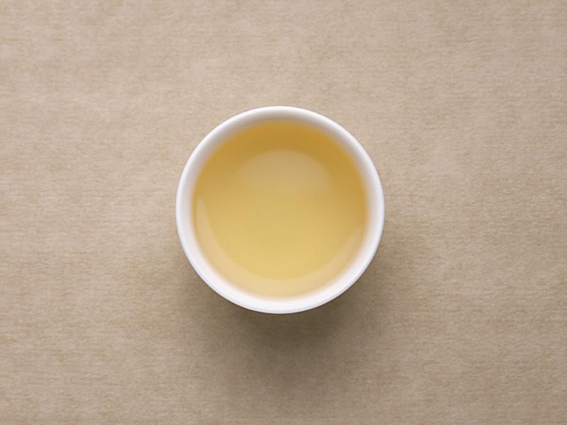 茶汤浅金色,茶汤带清晰蜜香,茶汤有一定鲜度,略涩