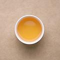 汤色金黄,蜜香浓且满口留香;茶汤鲜度高,涩感明显,化开稍慢,生津较强,且持续。呼吸带清凉感。杯底蜜香浓郁。