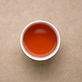 汤色橙红,色泽浑浊。发酵气依然明显,茶汤较甜,嘴里生津,有嘴里发干的不适感。