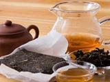 在暴雨天气煮一杯泾阳茯砖茶,听雨品茗,甚是惬意!