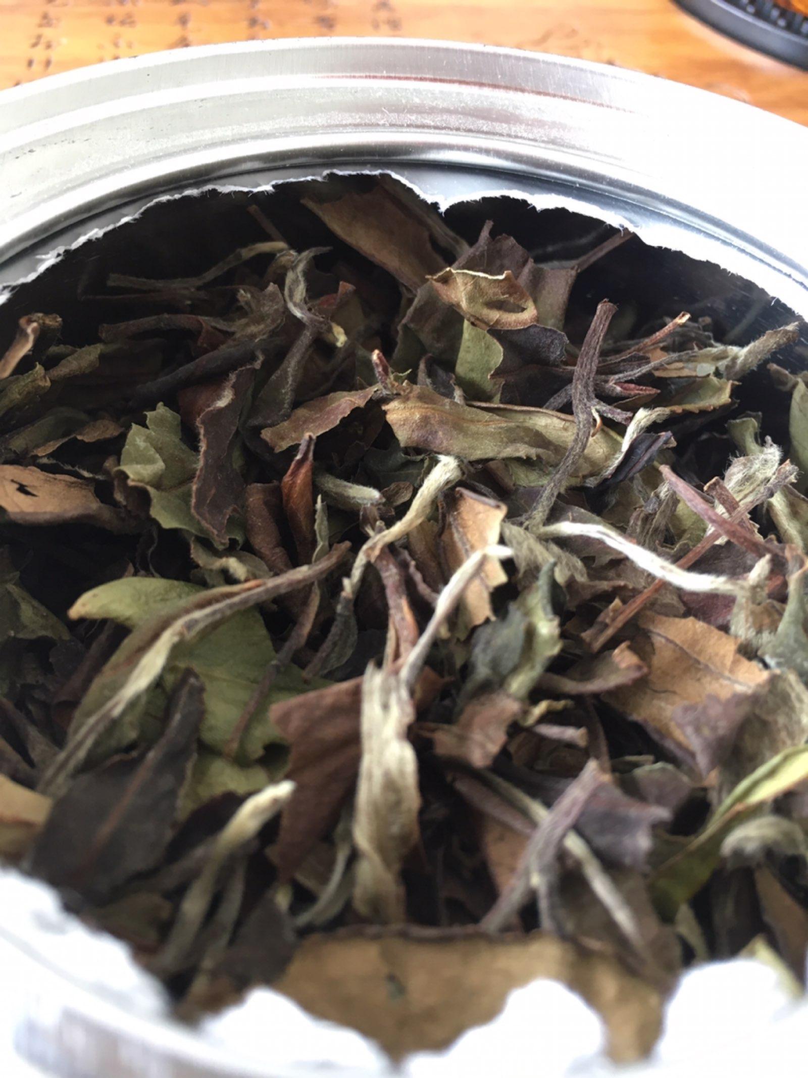 给大家看一款2010的白茶