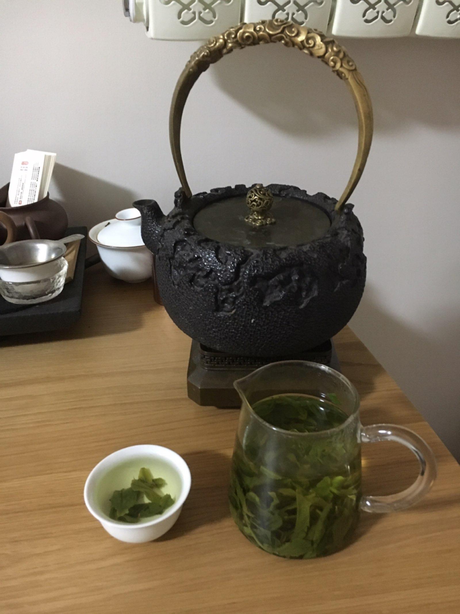 整个世界都安静下来了。喝杯老家的茶。
