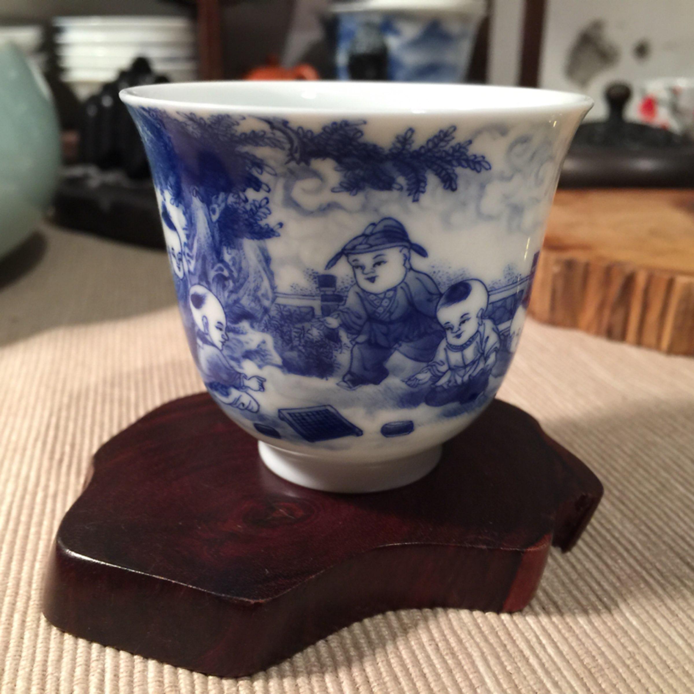 大家来看看这个王晨风的青花瓷杯子怎么样