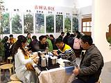 茶博会上茶友说:老杨啊,你家的茶十年如一日地好喝呀~