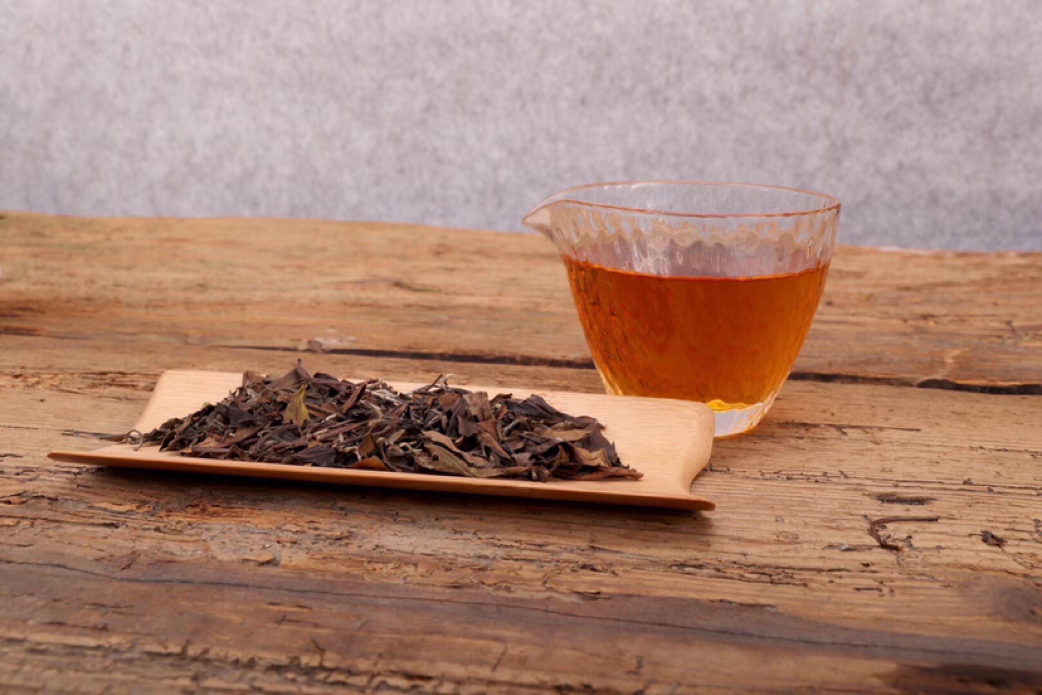 请不要再单拿老白茶的颜色说事了!!