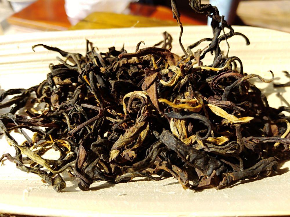 草根晒红茶