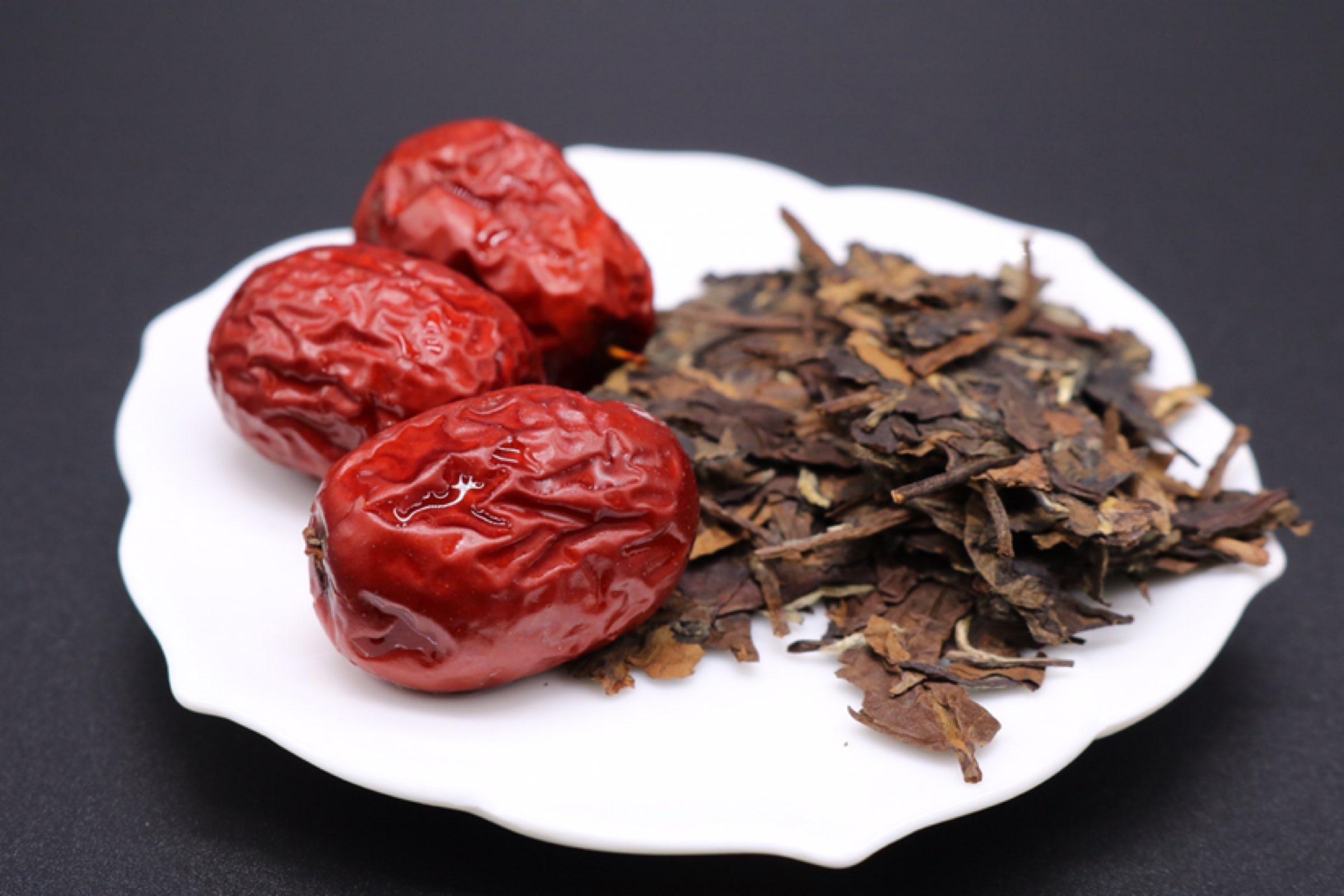 下雨天,老白茶和红枣更配哦