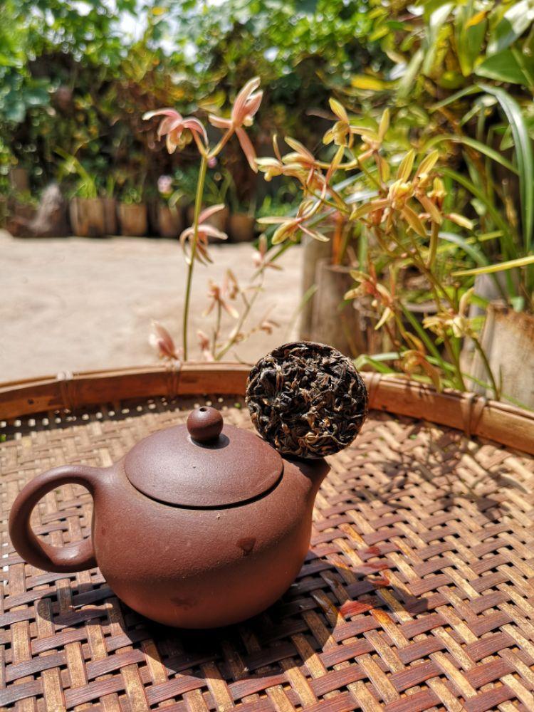 存放5年的竹筒茶