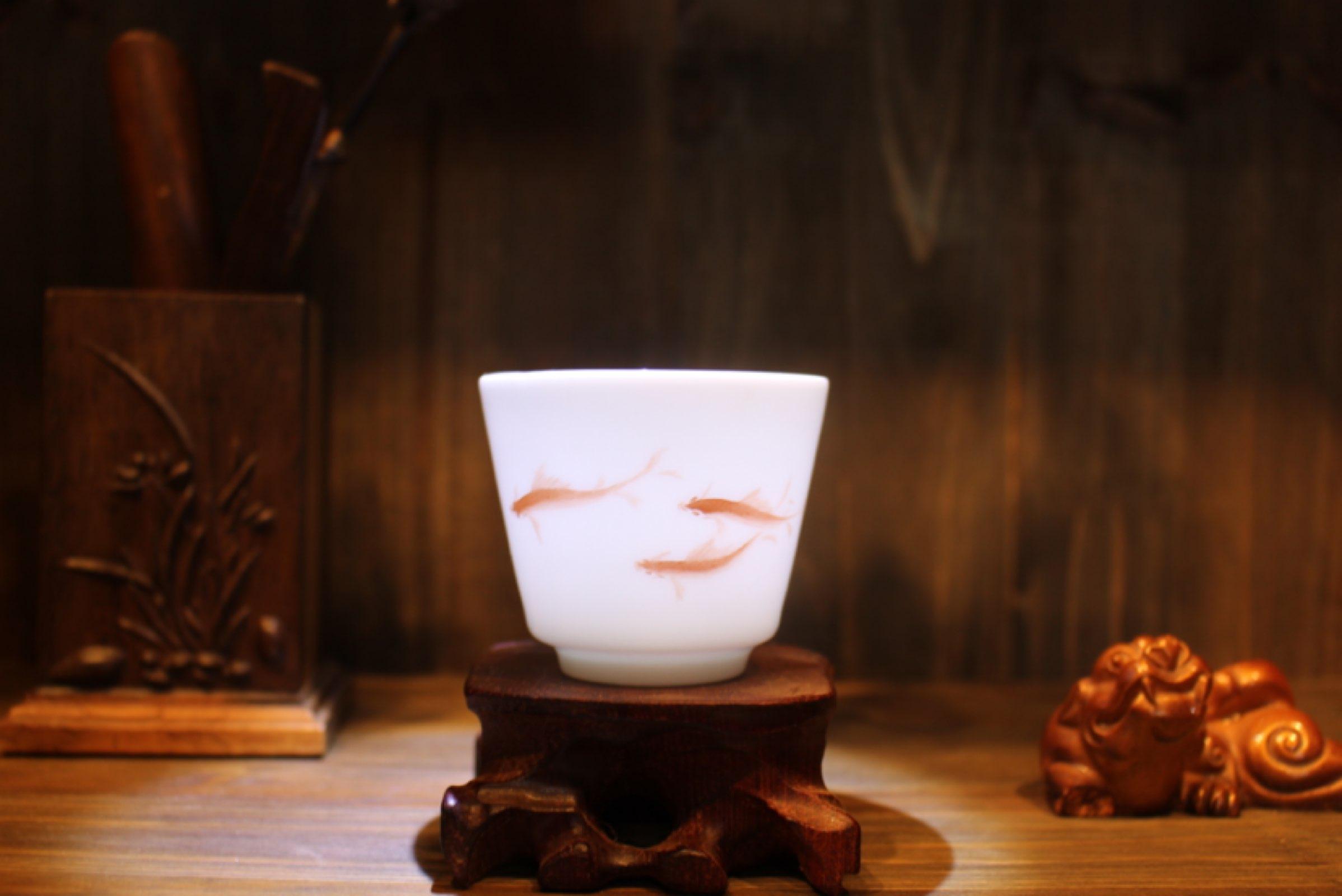 把国画鱼融入到陶瓷茶具上有着怎样的效果?