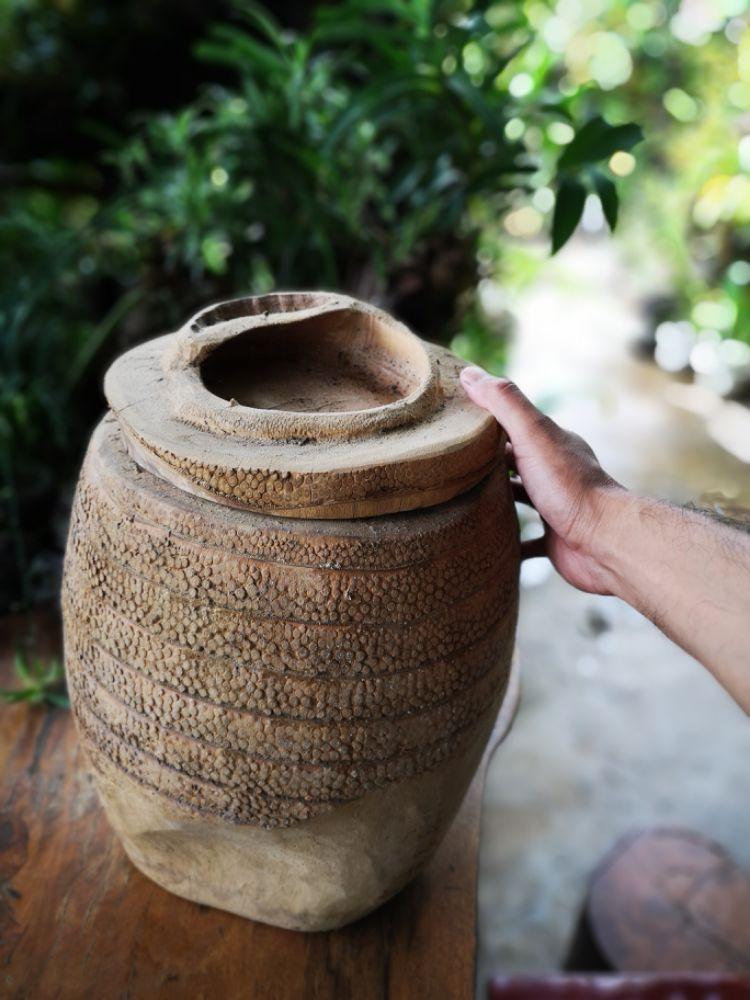 竹筒里的老茶