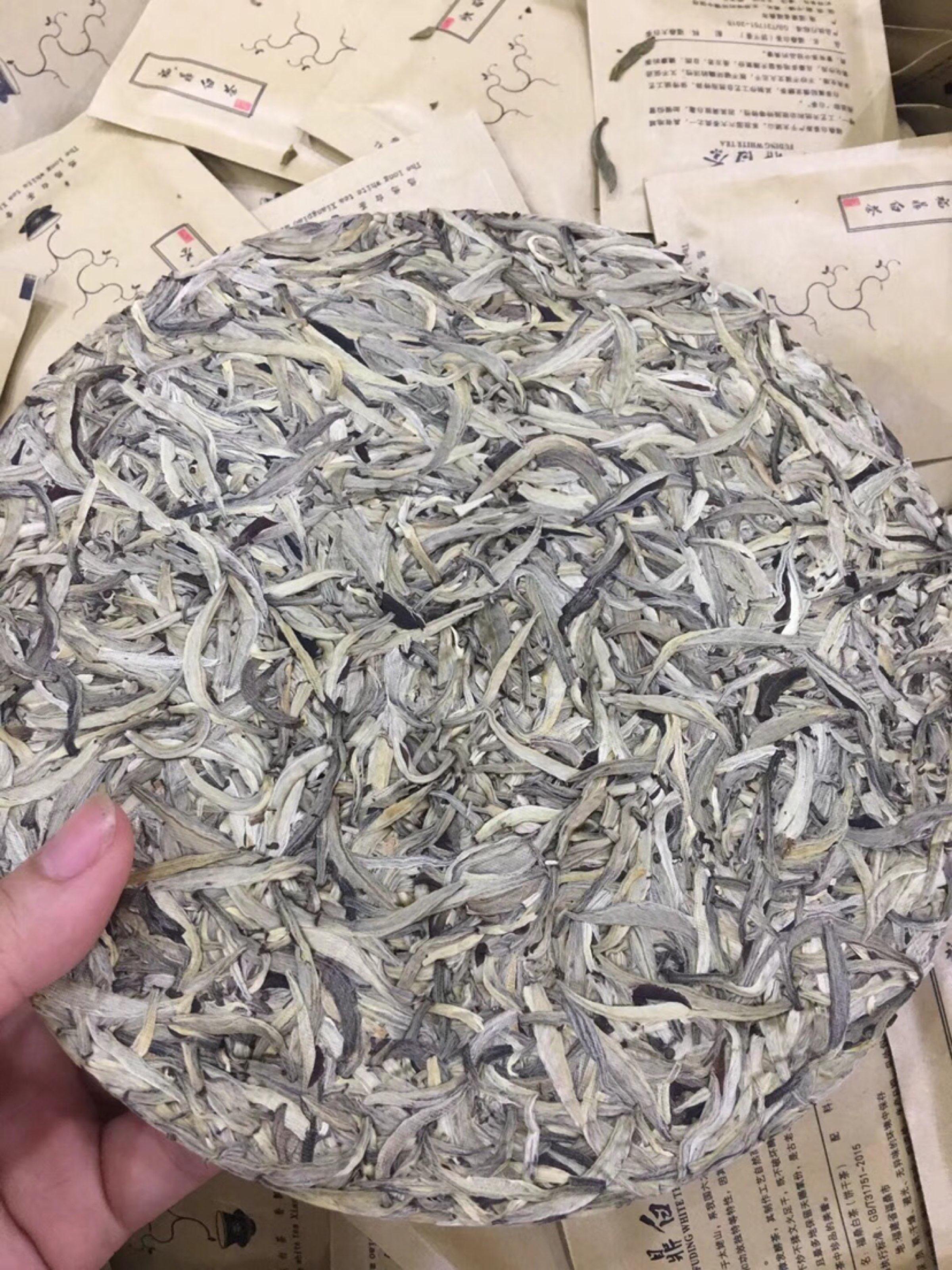 白毫银针茶饼