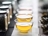 饮陈年普洱茶 品岁月的滋味