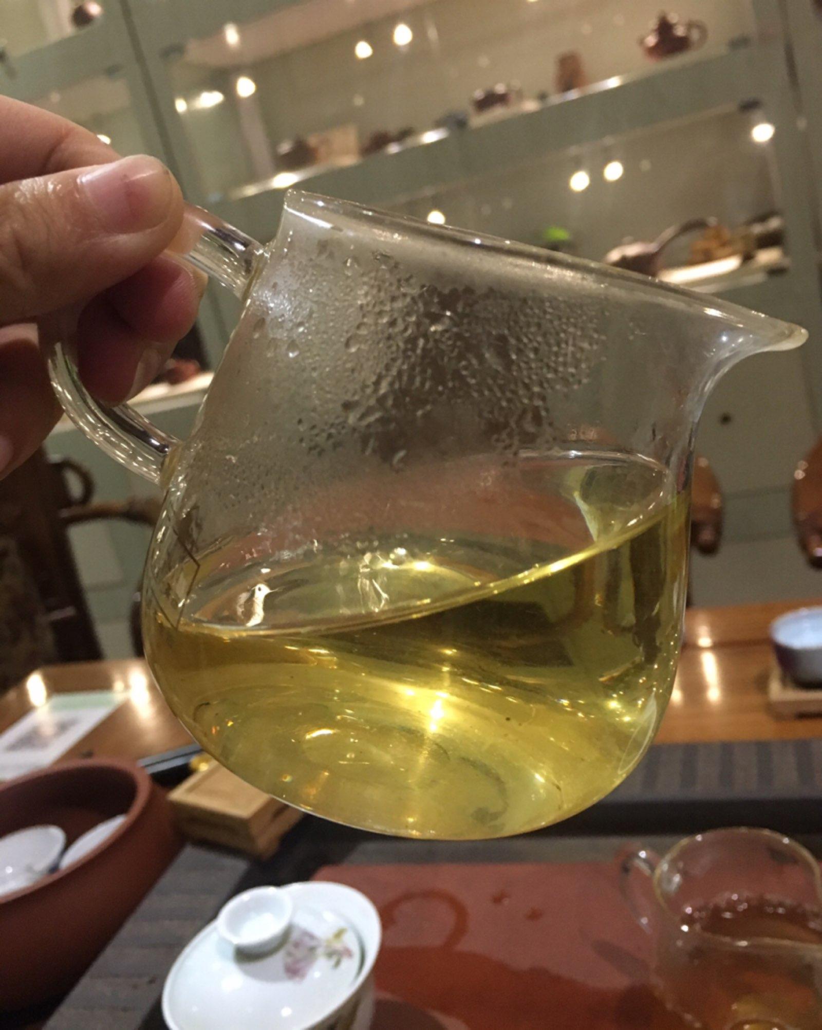 犹如喧哗,犹如清静。 若要形容,来于此茶。